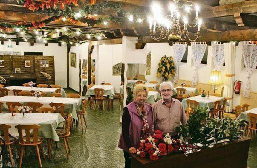 Eine traditionsreiche Veranstaltungsstätte steht wieder zur Verfügung: Ernst und Ingrid Schmitt ...