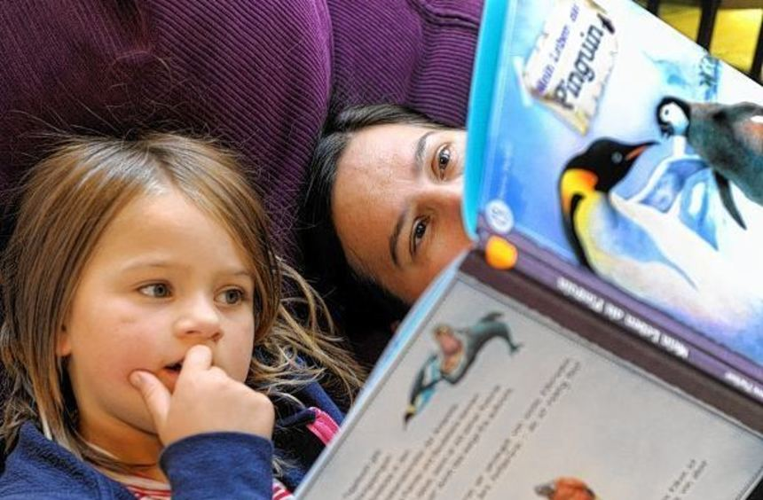 Die Vorleserunde am Abend ist oft die einzige ruhige Zeit, die Familien im hektischen Alltag ...