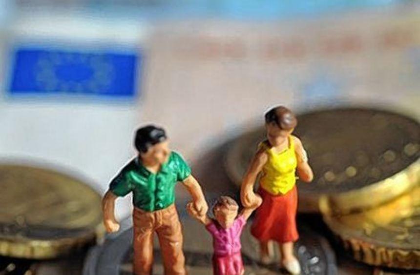 Die Steuerklasse hat Auswirkungen auf die Höhe des Elterngeldes.