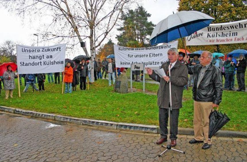 """Bei einer """"Demonstration des guten Willens"""" demonstrierten am 26. Oktober 2004 für den Erhalt der ..."""