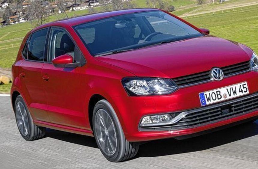 Von außen ist der VW Polo nach seiner Überarbeitung kaum von seinem Vorgänger zu unterscheiden.