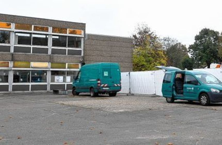 Rektor Lothar Appenzeller vor dem Beginn der Arbeiten auf dem Gelände der Eduard-Spranger-Schule. ...