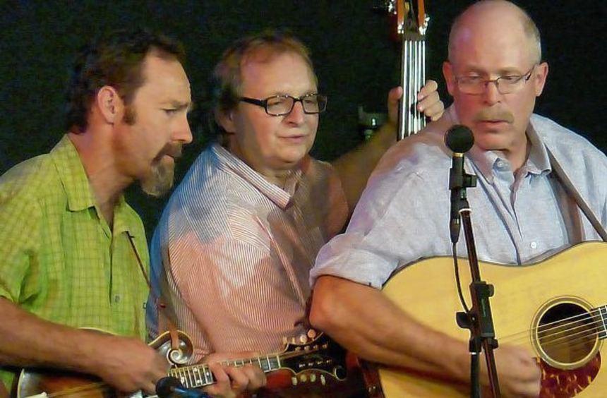 """Entspannend: Die Bluegrass-Band """"Growling Old Men"""" (von links Ben Winship, Thomas Kärner und John ..."""
