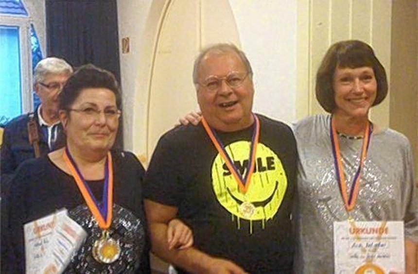 Waltraud Herberich, Anita Kirchgeßner und Ferdinand Kirchgeßner starteten bei der Lach-Olympiade.
