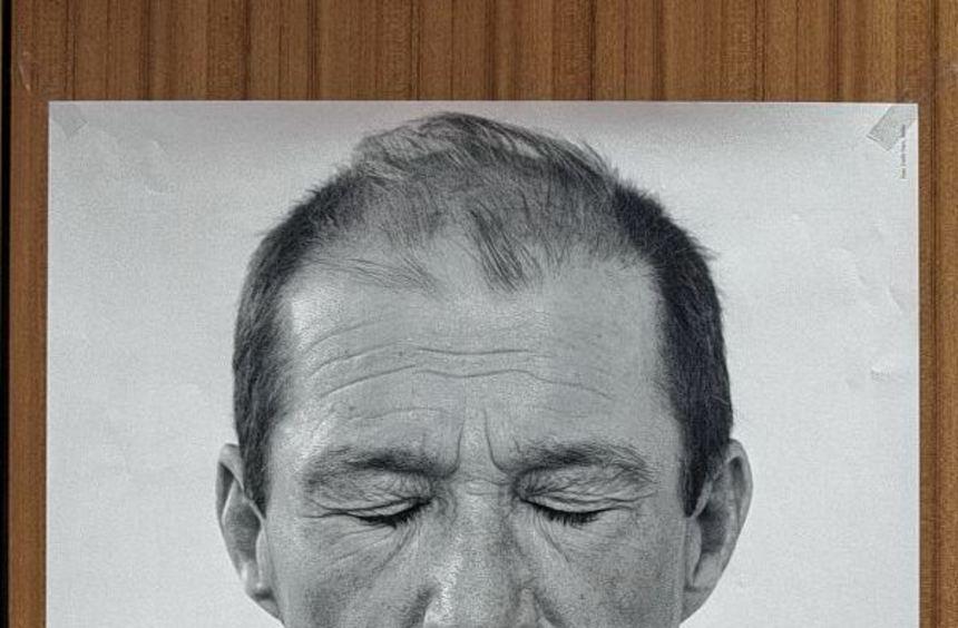 Plakat mit dem Bild des Schauspielers Michael Lesch, der nach seiner Krebserkrankung aktive ...