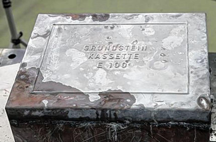 Nach 60 Jahren entdeckt: der Grundstein des BASF-Hochhauses.