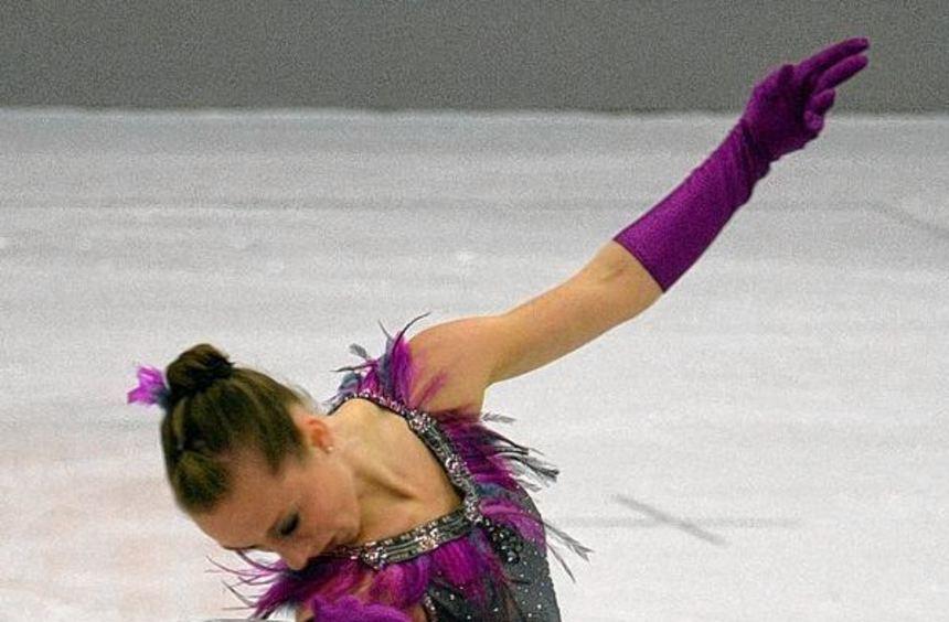 Nathalie Weinzierl bei den Deutschen Meisterschaften 2015 in Stuttgart beim Kurzprogramm. Am Ende ...